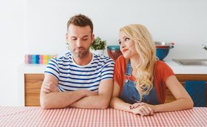 Couple after argument, woman wants to be reconciled with partner